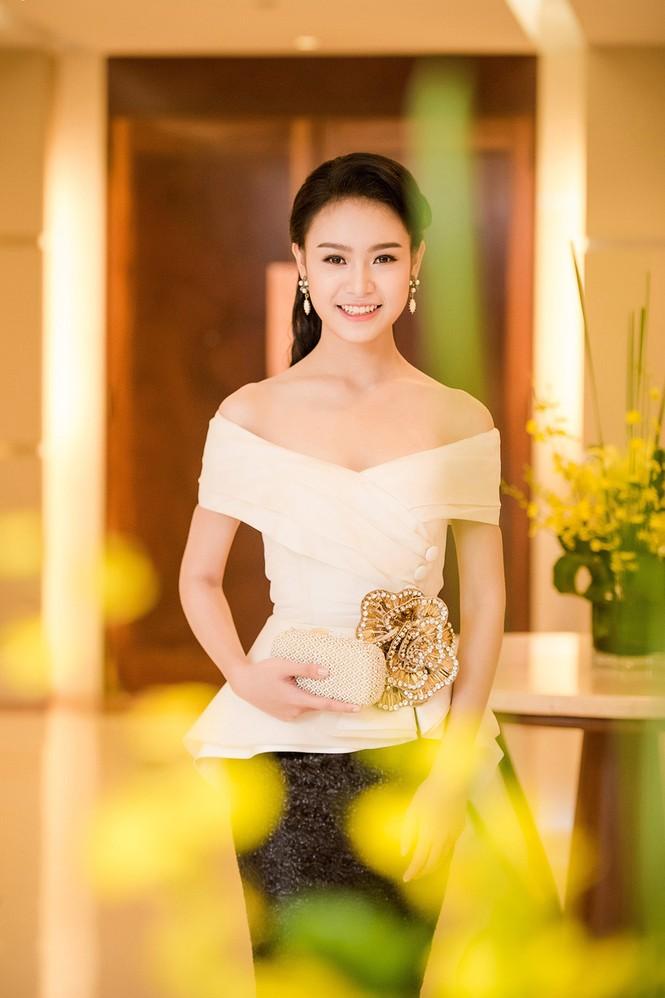Phùng Bảo Ngọc Vân, Trần Tố Như xinh đẹp hội ngộ ở Hà Nội - ảnh 7