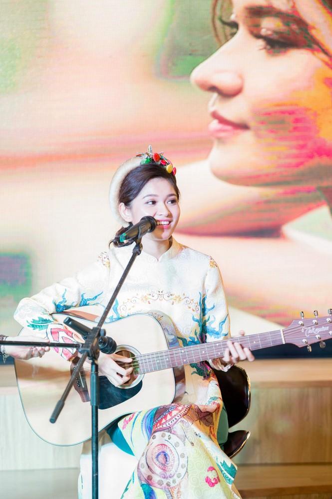 Á hậu Thùy Dung khoe tài ca hát xứng danh 'Người đẹp Tài năng' - ảnh 5