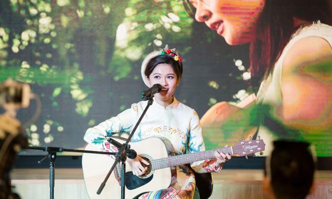 Á hậu Thùy Dung khoe tài ca hát xứng danh 'Người đẹp Tài năng' - ảnh 6