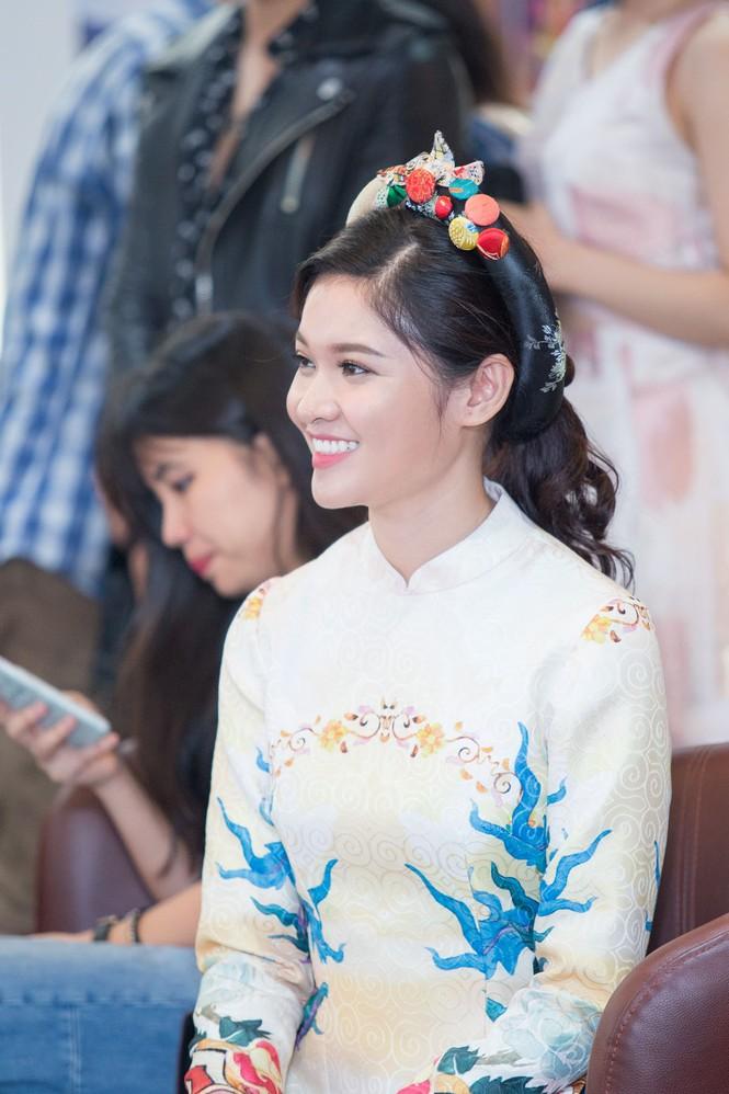 Á hậu Thùy Dung khoe tài ca hát xứng danh 'Người đẹp Tài năng' - ảnh 4