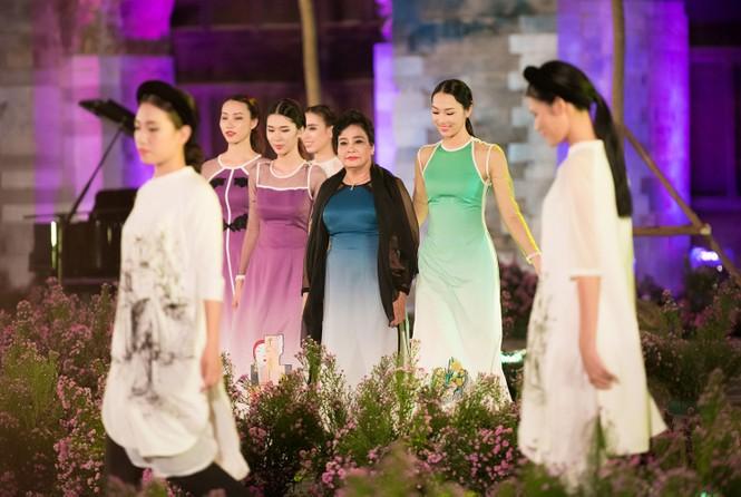Dàn nghệ sĩ gạo cội của điện ảnh Việt trình diễn áo dài - ảnh 12