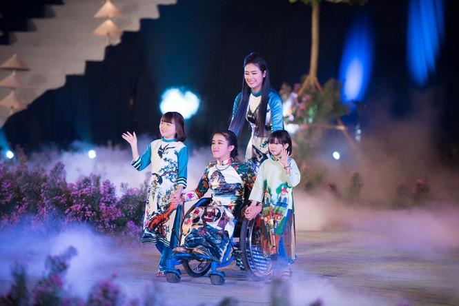 Dàn nghệ sĩ gạo cội của điện ảnh Việt trình diễn áo dài - ảnh 6