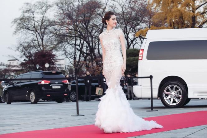 Chi Pu quyến rũ trên thảm đỏ Hàn Quốc, bất ngờ thắng giải 'Ngôi sao mới' - ảnh 2