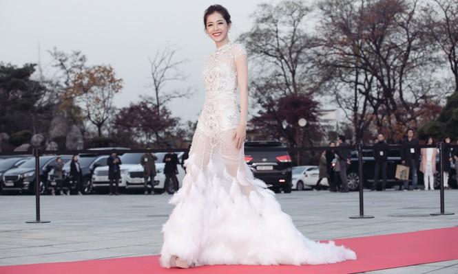 Chi Pu quyến rũ trên thảm đỏ Hàn Quốc, bất ngờ thắng giải 'Ngôi sao mới' - ảnh 4