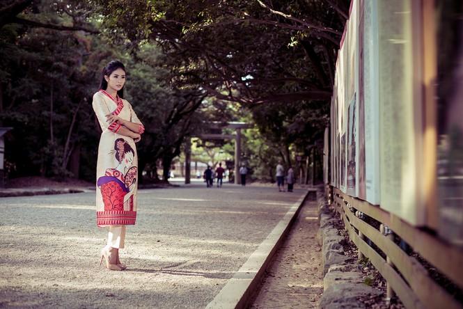 Hoa hậu Ngọc Hân diện áo dài tự thiết kế dạo chơi Nhật Bản - ảnh 5