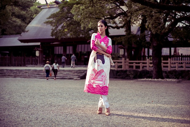 Hoa hậu Ngọc Hân diện áo dài tự thiết kế dạo chơi Nhật Bản - ảnh 3