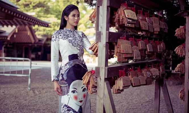 Hoa hậu Ngọc Hân diện áo dài tự thiết kế dạo chơi Nhật Bản - ảnh 4