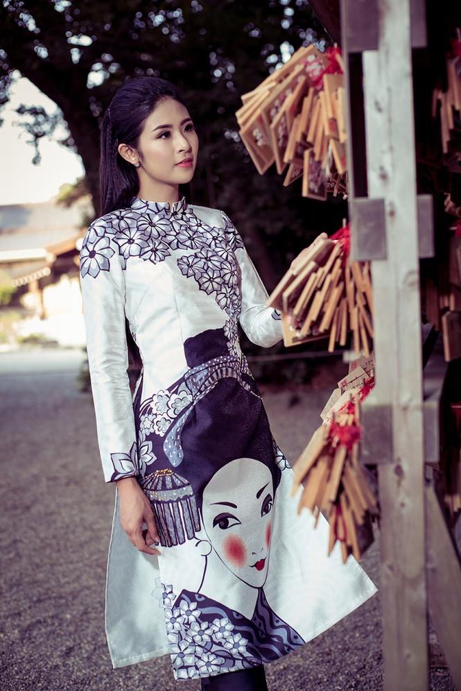 Hoa hậu Ngọc Hân diện áo dài tự thiết kế dạo chơi Nhật Bản - ảnh 6