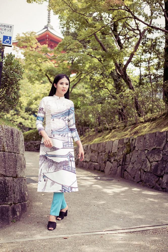 Hoa hậu Ngọc Hân diện áo dài tự thiết kế dạo chơi Nhật Bản - ảnh 9