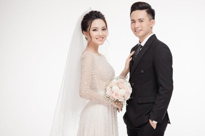 Ảnh cưới lung linh của Top 10 HHVN Tố Như và 'hot boy cảnh sát' - ảnh 1