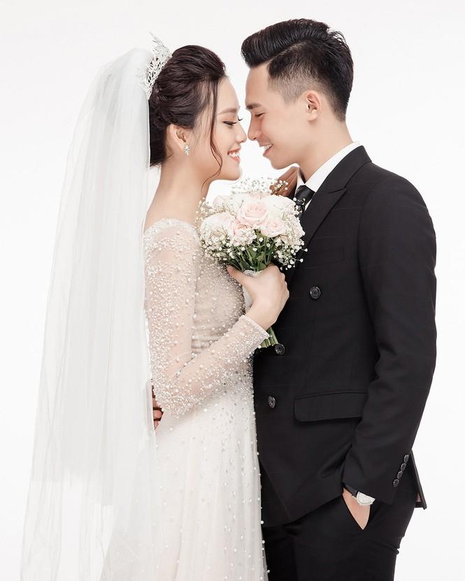 Ảnh cưới lung linh của Top 10 HHVN Tố Như và 'hot boy cảnh sát' - ảnh 2