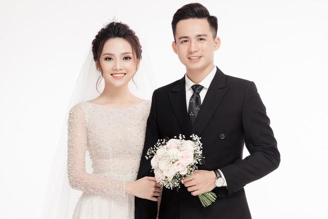 Ảnh cưới lung linh của Top 10 HHVN Tố Như và 'hot boy cảnh sát' - ảnh 3