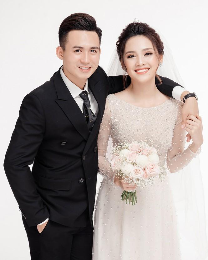 Ảnh cưới lung linh của Top 10 HHVN Tố Như và 'hot boy cảnh sát' - ảnh 4