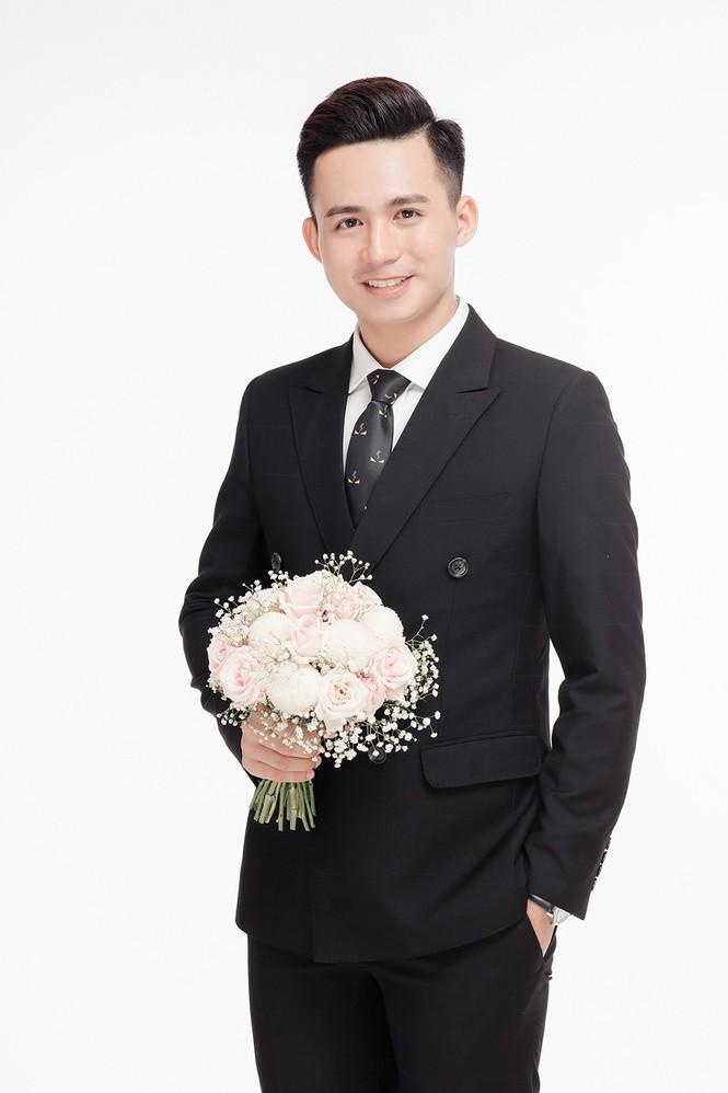 Ảnh cưới lung linh của Top 10 HHVN Tố Như và 'hot boy cảnh sát' - ảnh 5