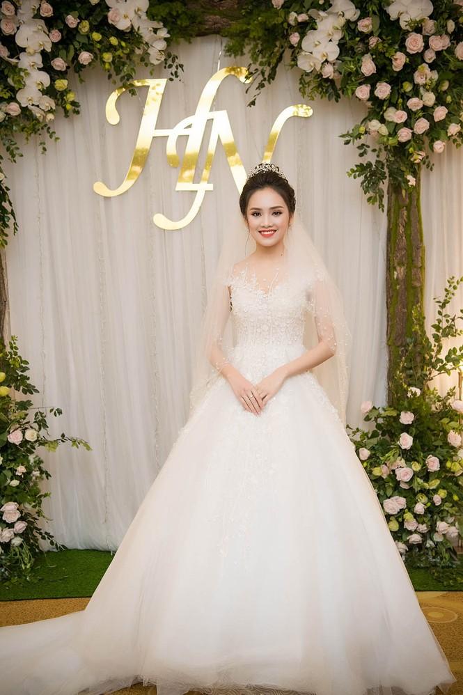 Top 10 HHVN Tố Như diện váy cưới đính kim cương trong hôn lễ - ảnh 1