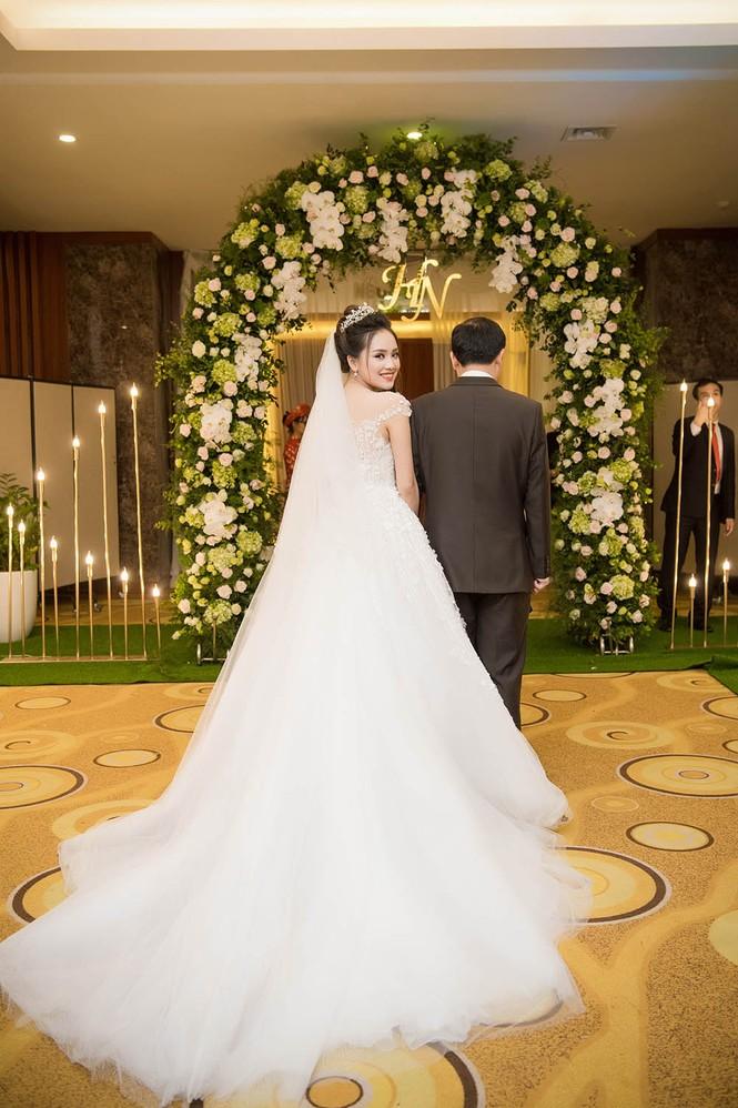 Top 10 HHVN Tố Như diện váy cưới đính kim cương trong hôn lễ - ảnh 6