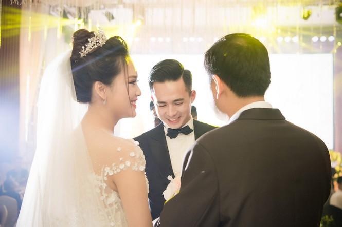 Top 10 HHVN Tố Như diện váy cưới đính kim cương trong hôn lễ - ảnh 7