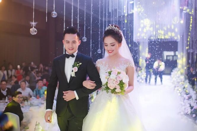 Top 10 HHVN Tố Như diện váy cưới đính kim cương trong hôn lễ - ảnh 9
