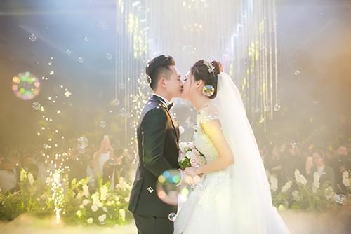 Top 10 HHVN Tố Như diện váy cưới đính kim cương trong hôn lễ - ảnh 12