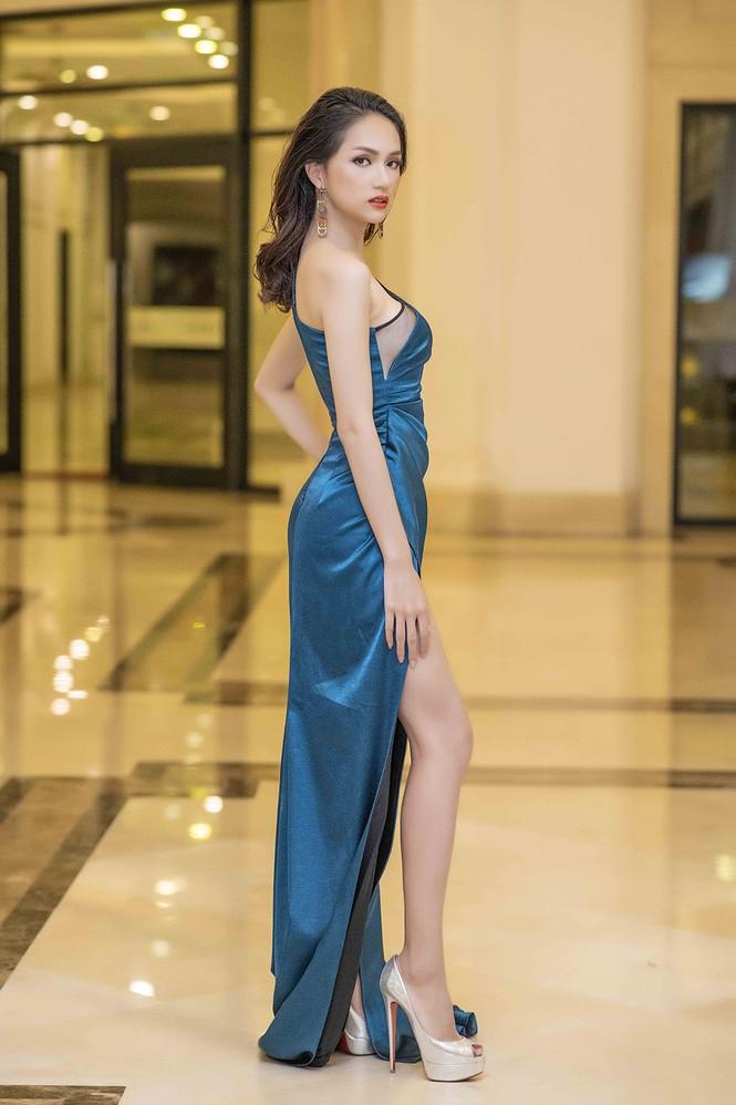 Hoa hậu chuyển giới Hương Giang gặp sự cố khó hiểu khi diễn thời trang - ảnh 2