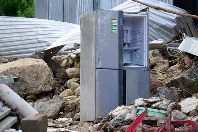 Xót xa cảnh dân làng chài Nha Trang bới tìm tài sản trong đống đổ nát - ảnh 8