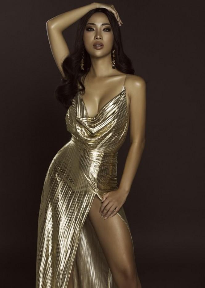 Body bỏng mắt của tình cũ Kim Lý với bikini cùng 'số đo vàng' 90-60-90 - ảnh 2