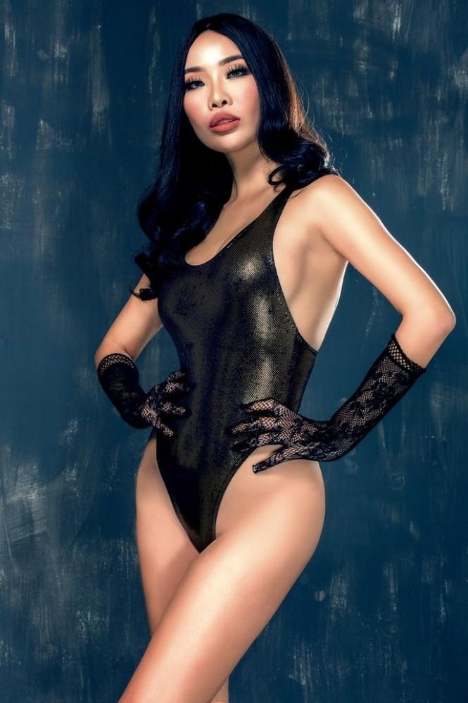 Body bỏng mắt của tình cũ Kim Lý với bikini cùng 'số đo vàng' 90-60-90 - ảnh 3