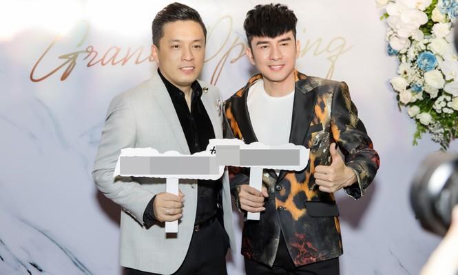 Đan Trường, Lam Trường đọ vẻ điển trai ở tuổi tứ tuần khiến fans Hà Nội 'bấn loạn' - ảnh 2