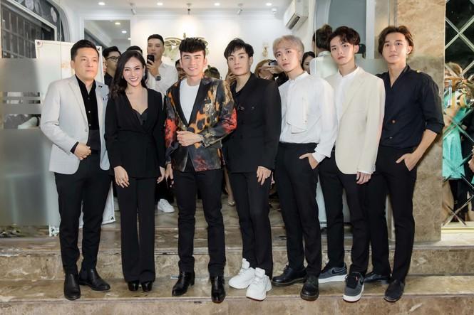 Đan Trường, Lam Trường đọ vẻ điển trai ở tuổi tứ tuần khiến fans Hà Nội 'bấn loạn' - ảnh 3