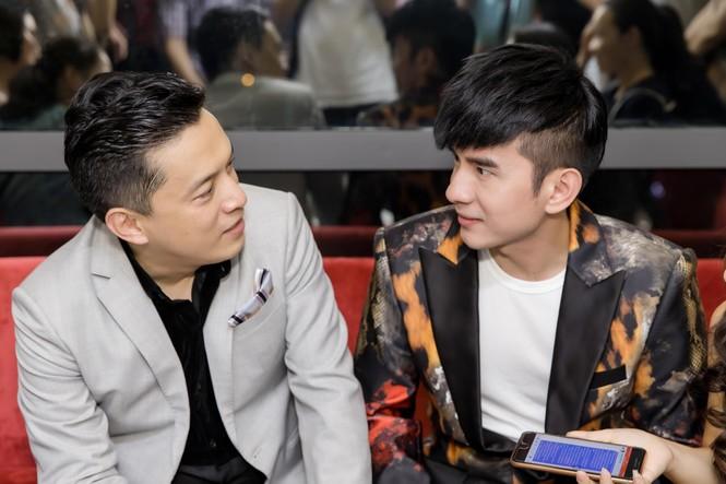 Đan Trường, Lam Trường đọ vẻ điển trai ở tuổi tứ tuần khiến fans Hà Nội 'bấn loạn' - ảnh 8