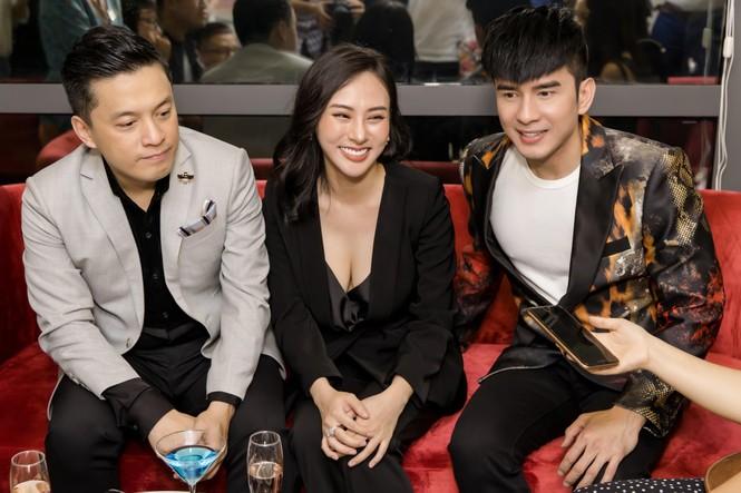 Đan Trường, Lam Trường đọ vẻ điển trai ở tuổi tứ tuần khiến fans Hà Nội 'bấn loạn' - ảnh 9