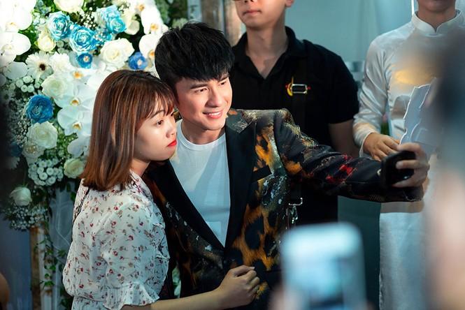 Đan Trường, Lam Trường đọ vẻ điển trai ở tuổi tứ tuần khiến fans Hà Nội 'bấn loạn' - ảnh 10