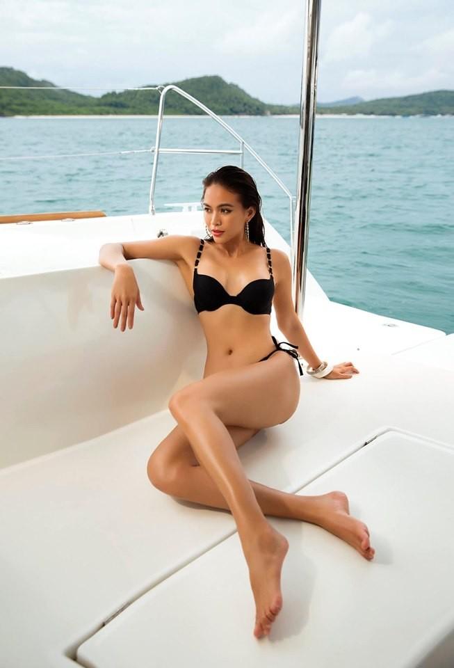 Á hậu Mâu Thuỷ 'đốt mắt' fans với loạt ảnh khoe đường cong hoàn hảo cùng bikini - ảnh 6