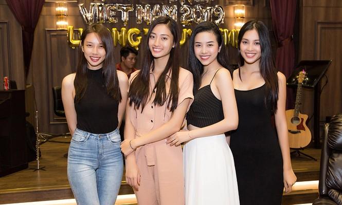 Hoa hậu Tiểu Vy và dàn người đẹp để mặt mộc dự sinh nhật Hoa hậu Lương Thuỳ Linh - ảnh 8