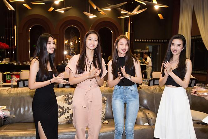 Hoa hậu Tiểu Vy và dàn người đẹp để mặt mộc dự sinh nhật Hoa hậu Lương Thuỳ Linh - ảnh 10