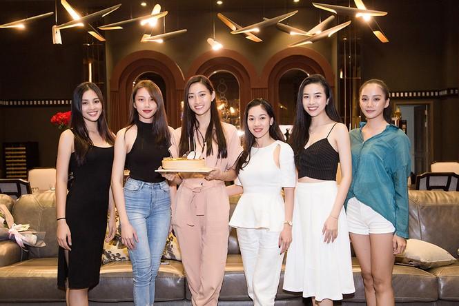 Hoa hậu Tiểu Vy và dàn người đẹp để mặt mộc dự sinh nhật Hoa hậu Lương Thuỳ Linh - ảnh 11