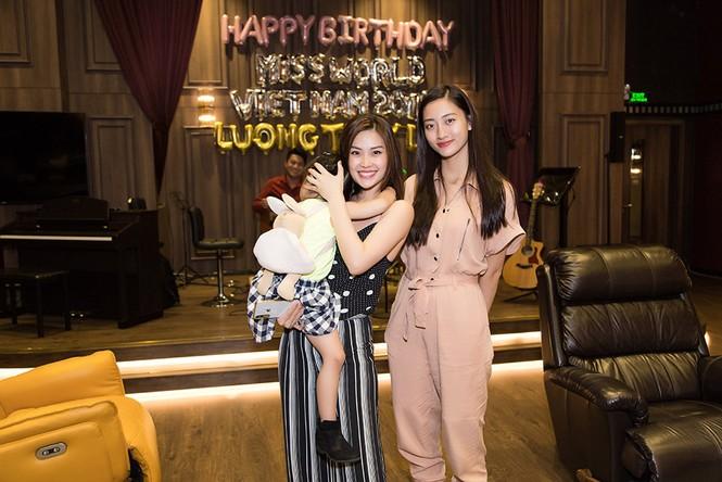 Hoa hậu Tiểu Vy và dàn người đẹp để mặt mộc dự sinh nhật Hoa hậu Lương Thuỳ Linh - ảnh 4