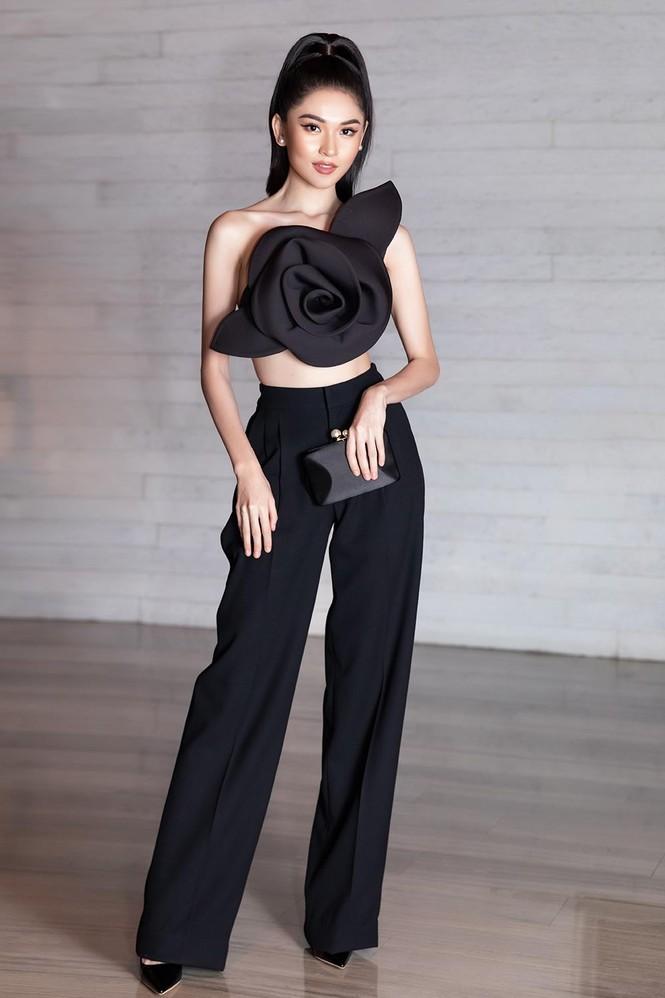 Á hậu Thuỳ Dung 'lột xác' với phong cách táo bạo, khoe lưng trần quyến rũ  - ảnh 2