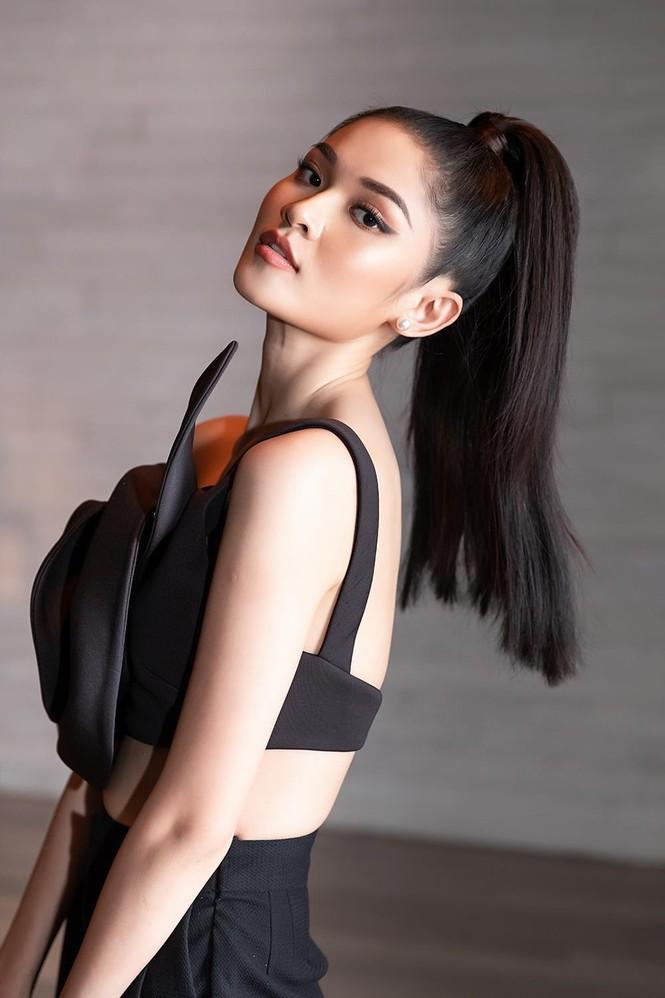 Á hậu Thuỳ Dung 'lột xác' với phong cách táo bạo, khoe lưng trần quyến rũ  - ảnh 3