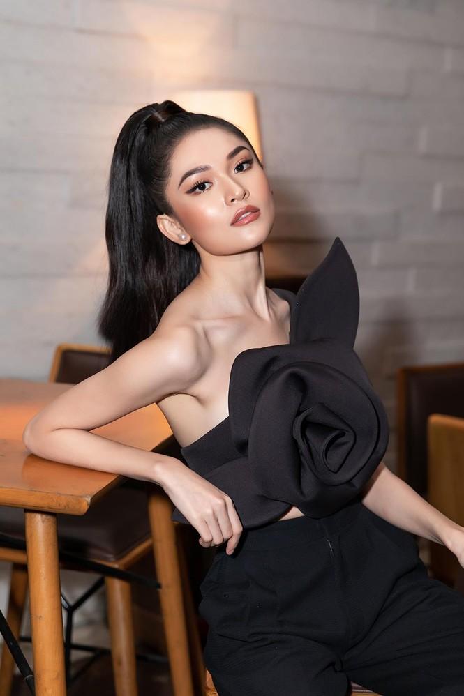 Á hậu Thuỳ Dung 'lột xác' với phong cách táo bạo, khoe lưng trần quyến rũ  - ảnh 4