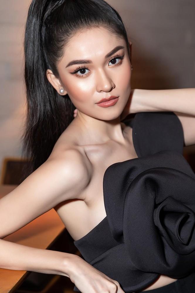 Á hậu Thuỳ Dung 'lột xác' với phong cách táo bạo, khoe lưng trần quyến rũ  - ảnh 5