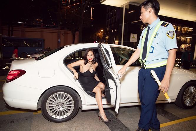 Bụng bầu 7 tháng, Phương Mai vẫn mặc váy bó sát nóng bỏng đi sự kiện - ảnh 1