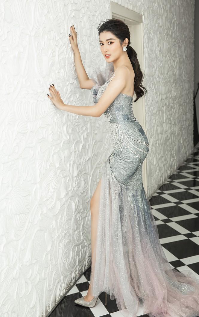 Á hậu Huyền My gợi cảm hết nấc với váy xẻ ngực - ảnh 2