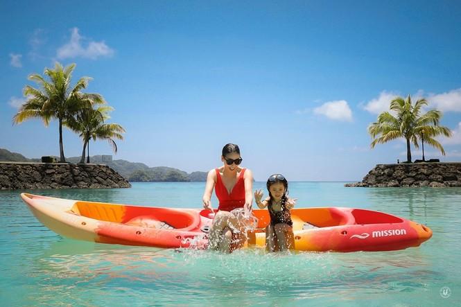 Hà Kiều Anh nóng bỏng với bikini, Tiểu Vy dáng đẹp như tạc tượng ở Hàn Quốc  - ảnh 5
