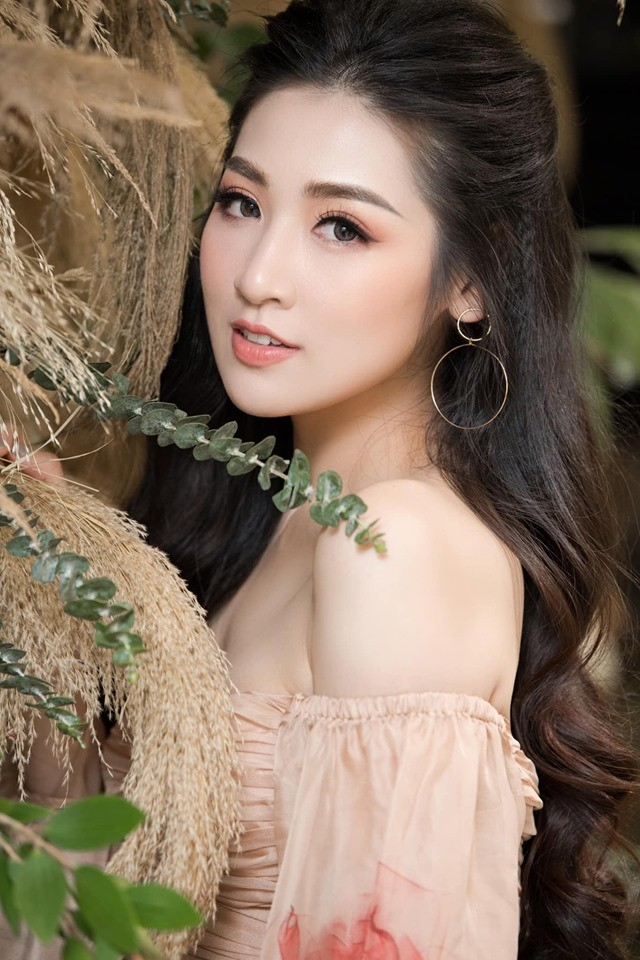 Hà Kiều Anh nóng bỏng với bikini, Tiểu Vy dáng đẹp như tạc tượng ở Hàn Quốc  - ảnh 11