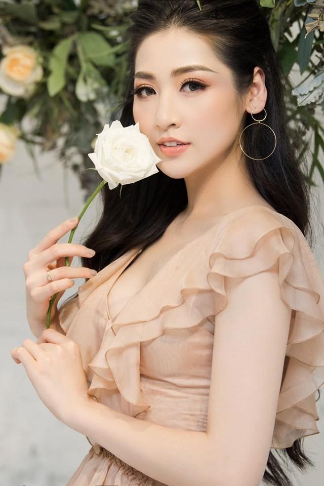 Hà Kiều Anh nóng bỏng với bikini, Tiểu Vy dáng đẹp như tạc tượng ở Hàn Quốc  - ảnh 10