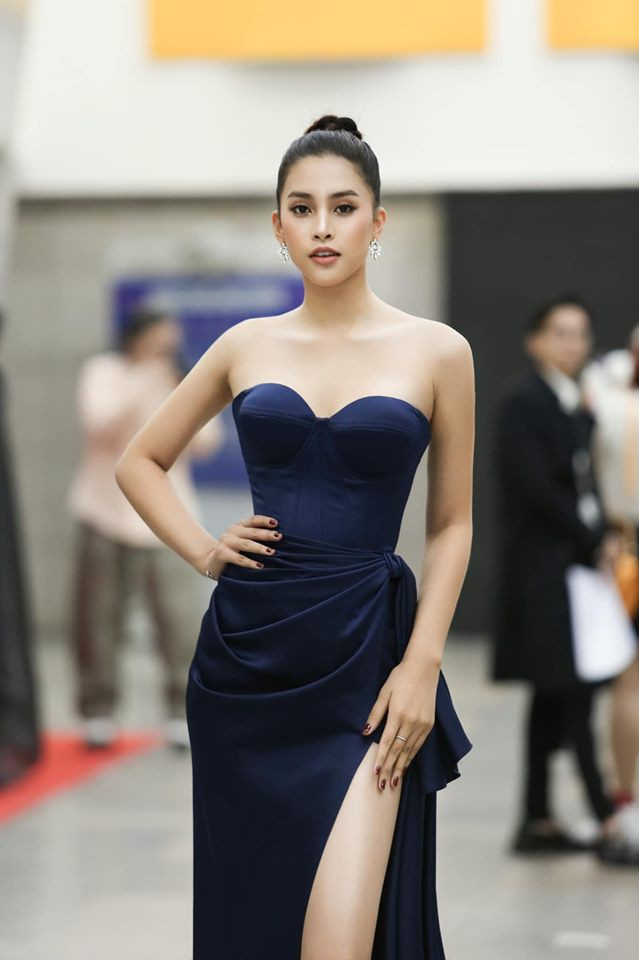 Hà Kiều Anh nóng bỏng với bikini, Tiểu Vy dáng đẹp như tạc tượng ở Hàn Quốc  - ảnh 6