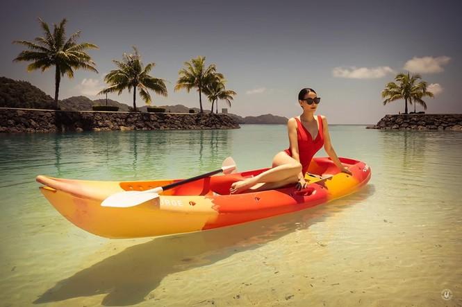 Hà Kiều Anh nóng bỏng với bikini, Tiểu Vy dáng đẹp như tạc tượng ở Hàn Quốc  - ảnh 4