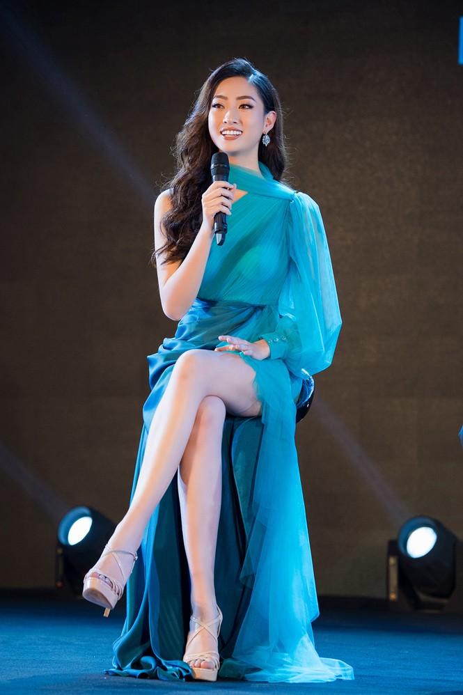 Tiểu Vy, Lương Thuỳ Linh đẹp 'bất phân thắng bại' với váy cắt xẻ gợi cảm - ảnh 10