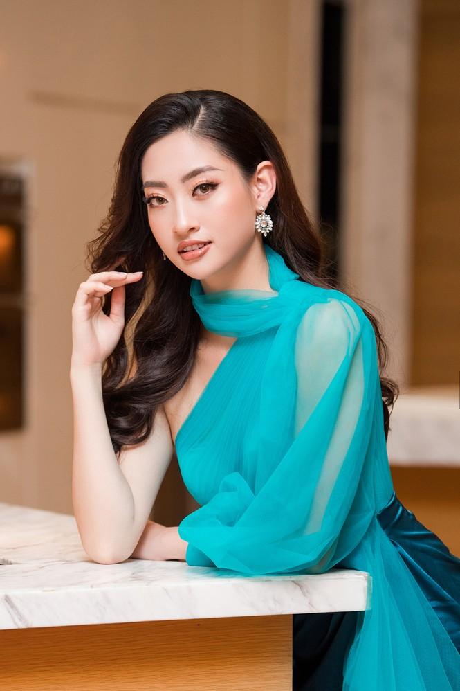 Tiểu Vy, Lương Thuỳ Linh đẹp 'bất phân thắng bại' với váy cắt xẻ gợi cảm - ảnh 7